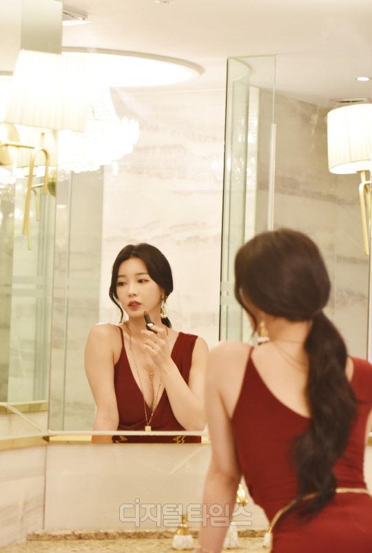[포토]유튜버 아리샤, 섹시 레드 드레스